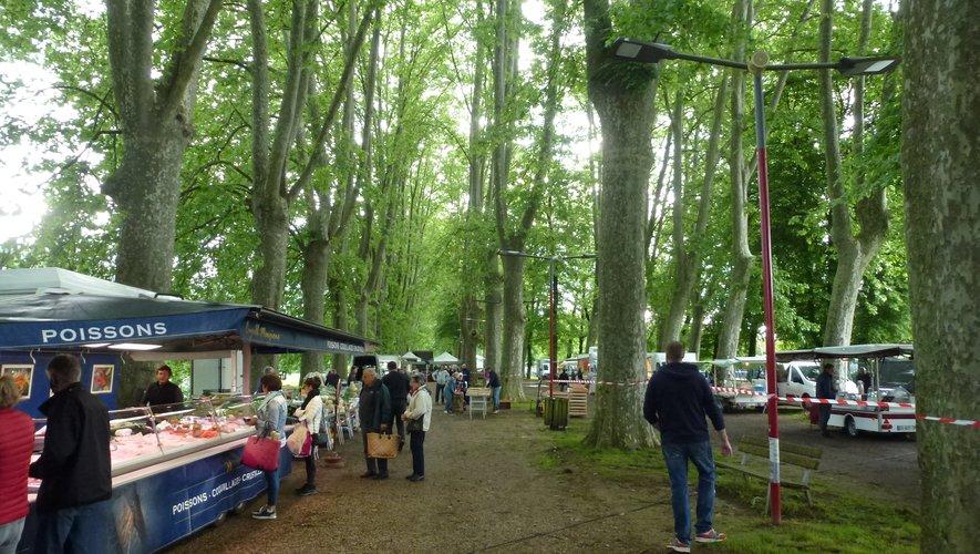 Les allées du Foirail accueillent le marché du vendredi.