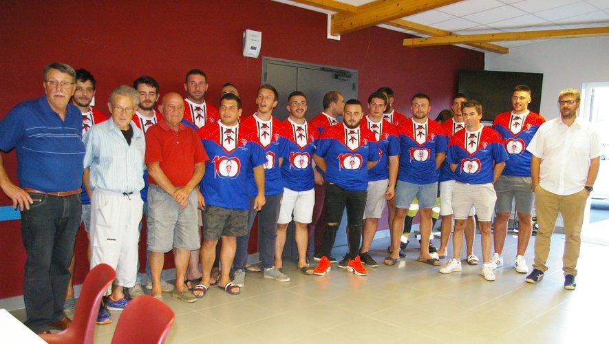 L'effectif viviézois a joué toute la saison avec les maillots collector, tels qu'ils étaient à la naissance du club.