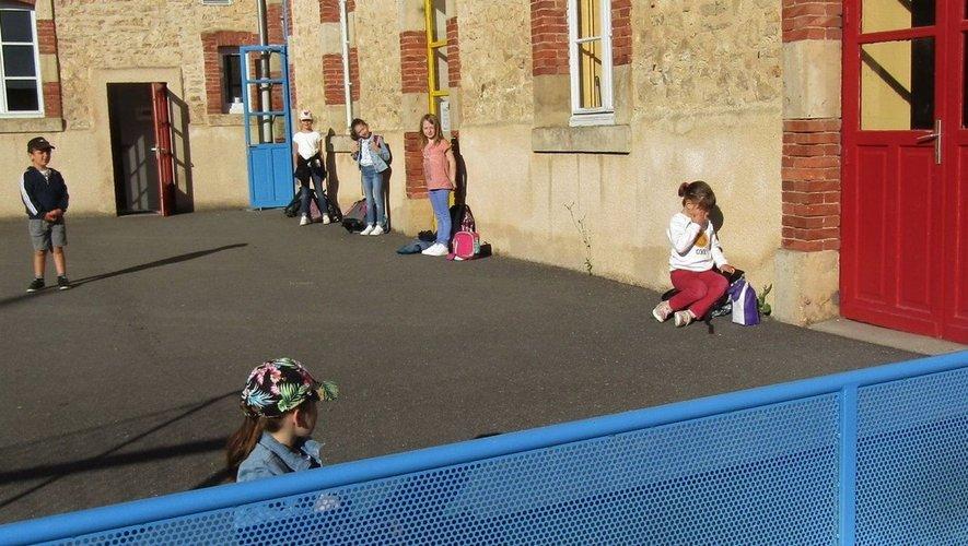 Un retour à l'école à la carte, bien organisé, avec les distances à respecter.