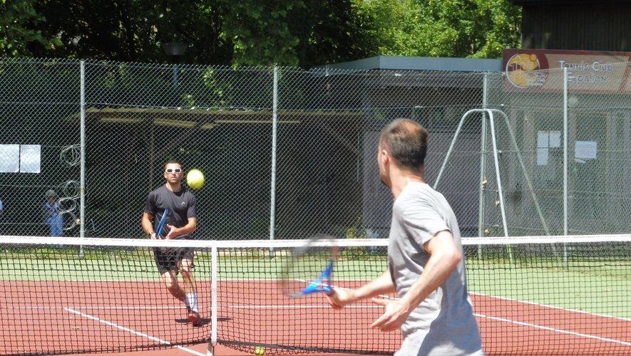 Les joueurs de tennis retrouvent les courts