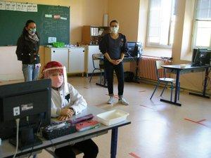 À Emile Zola, les adultes portent le masque, comme d'ailleurs certains élèves.