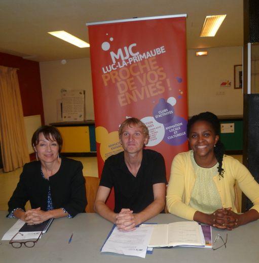 Le directeur de la MJC, Rémi Planchenault entouré de Caline Nzietchueng-Pellicier et Myriam Bros-Clergue,respectivement présidente et vice-présidente.