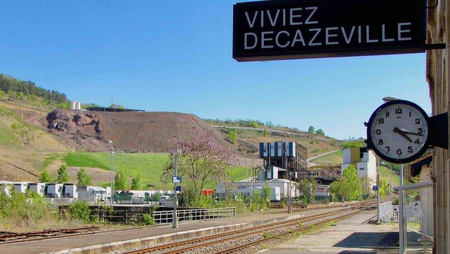 La colline de Dunet, où pourrait s'implanter le projet Solena, vue depuis le quai de la gare.