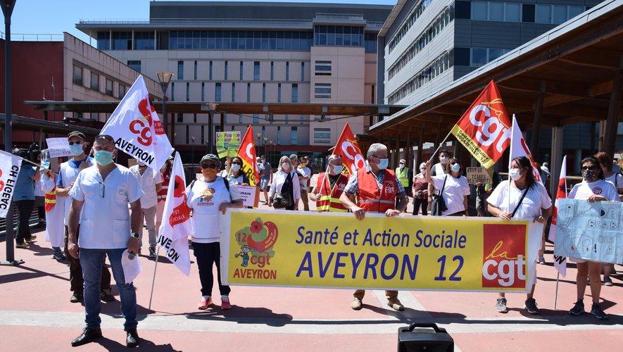 Une cinquantaine de personnes se sont retrouvées ce lundi 25 mai devant l'hôpital de Rodez.