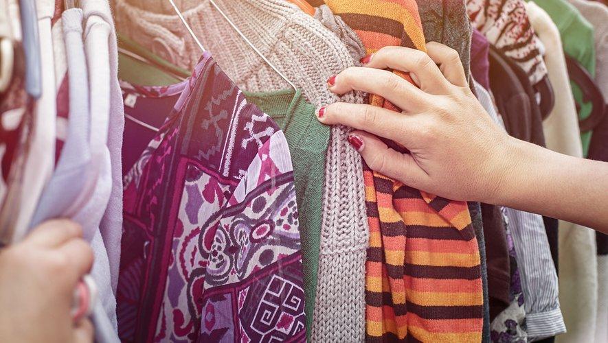 Parmi les objets revendus, les vêtements arrivent en tête (52%), suivis des meubles (27%), des livres (26%), des accessoires de décoration et des équipements électroménagers (19%).