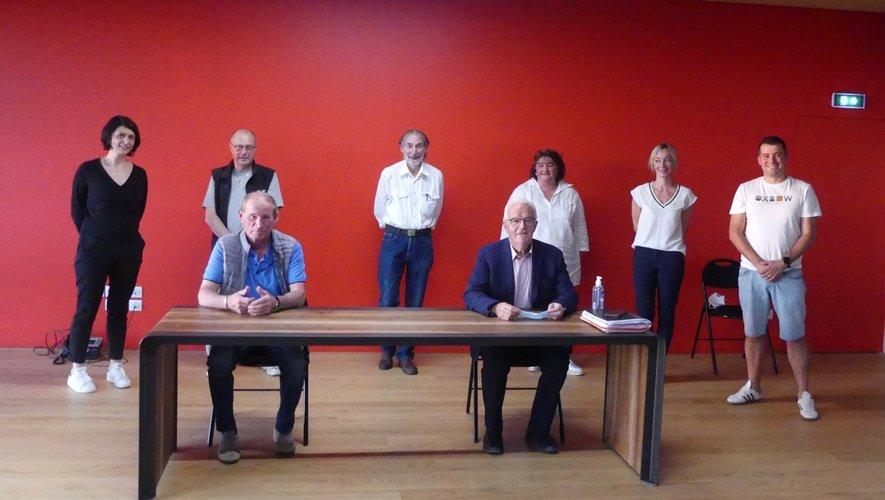 Le maire entouré des ses adjoints et du conseiller délégué.