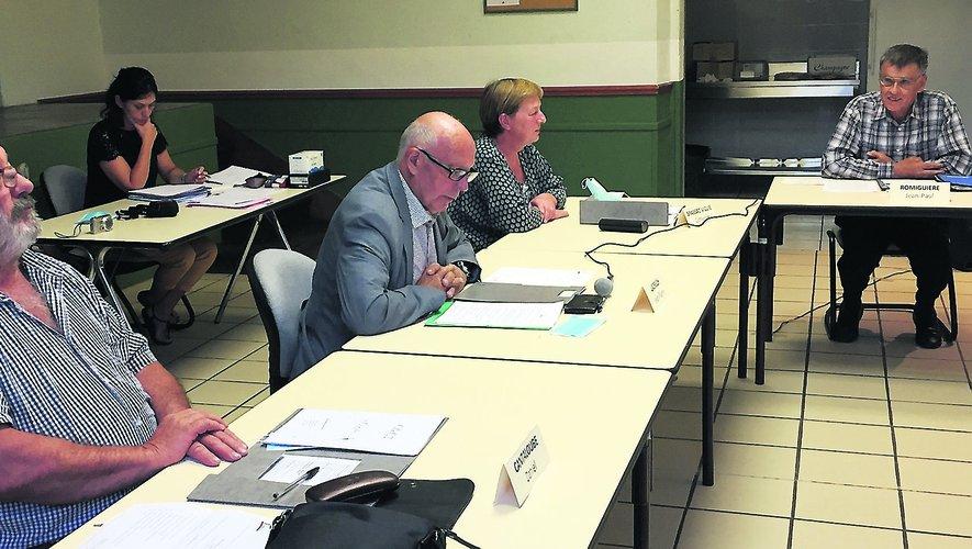Troisième mandat de maire pour Jean-Pierre Ladrech (au centre), entouré de ses trois proches collaborateurs, Daniel Cantaloube, Catherine Brassac-Viguié et Jean Romiguière (de g. à dr.).