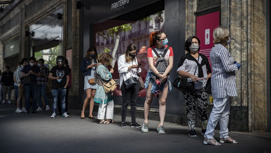 """""""La deuxième vague n'arrive pas et n'arrivera probablement pas"""" en France, juge le Pr Freund, alors que les indicateurs sont au vert près de trois semaines après la levée du confinement."""