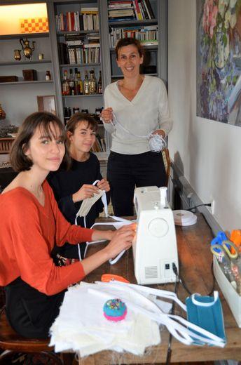 Constance, Violette et Pauline ont participé à la mobilisation communale de fabrication des masques.