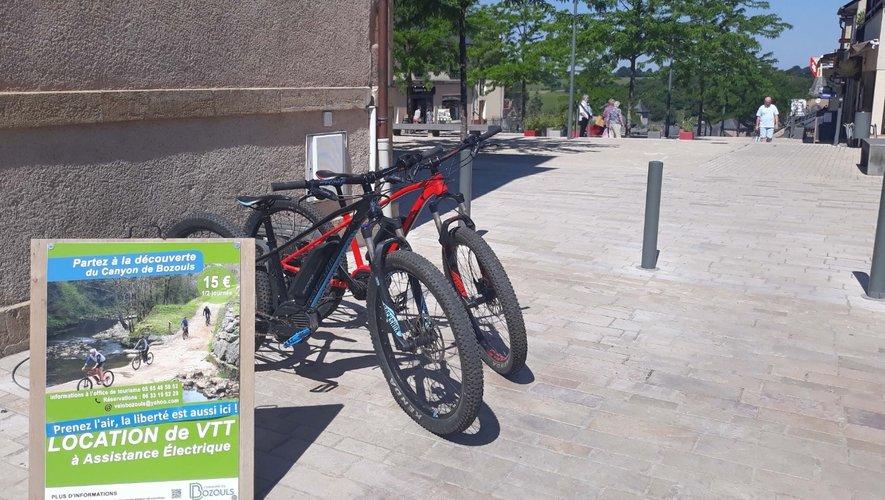 Les vélos à disposition à côté de la mairie