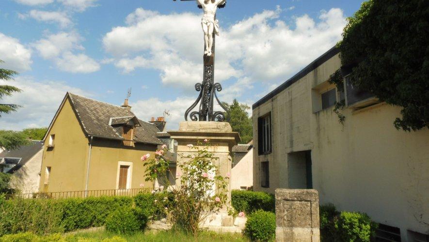 La croix de la place Saint-Georges, plus grande croix de la paroisse