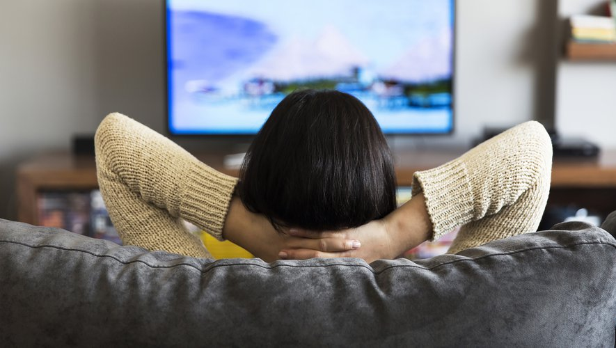 les Français ayant passé en moyenne 4 heures et 3 minutes par jour devant le petit écran en mai