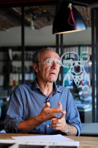 """e dessinateur belge Philippe Geluck, créateur du """"Chat"""", reconnaît avoir mis des limites à son humour pendant la pandémie de coronavirus"""
