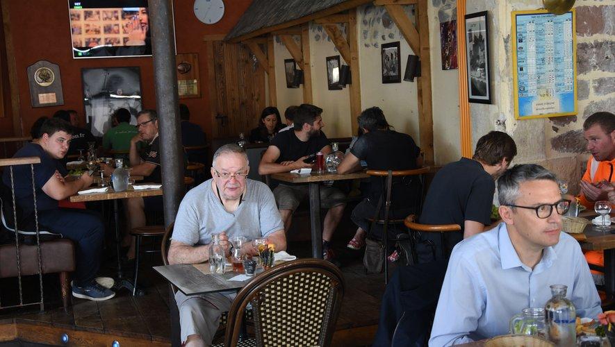 Au café de l'Hôtel-de-Ville, les habitués ont retrouvé leur place d'avant le confinement.