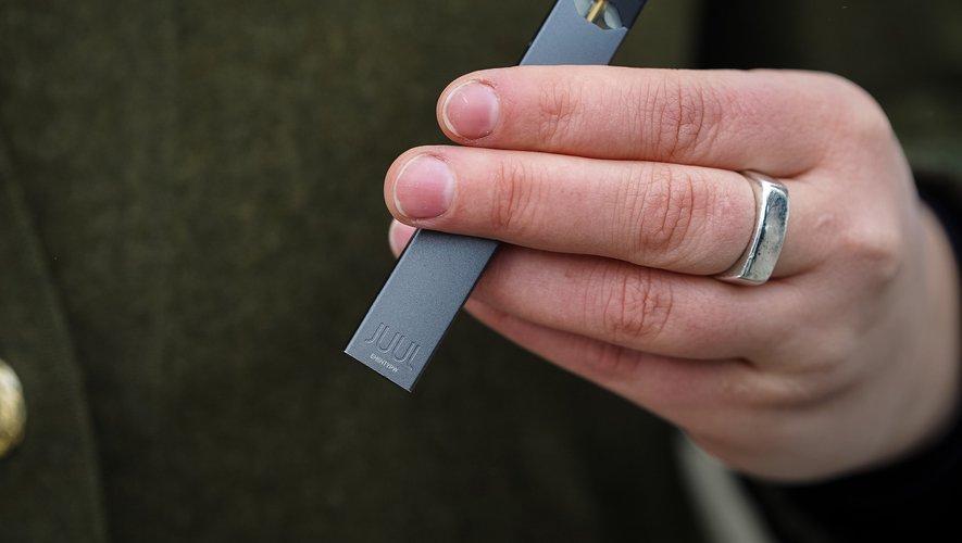 Les cigarettes électroniques à cartouches de nicotine rechargeable pourraient entraîner une dépendance accrue à la nicotine.