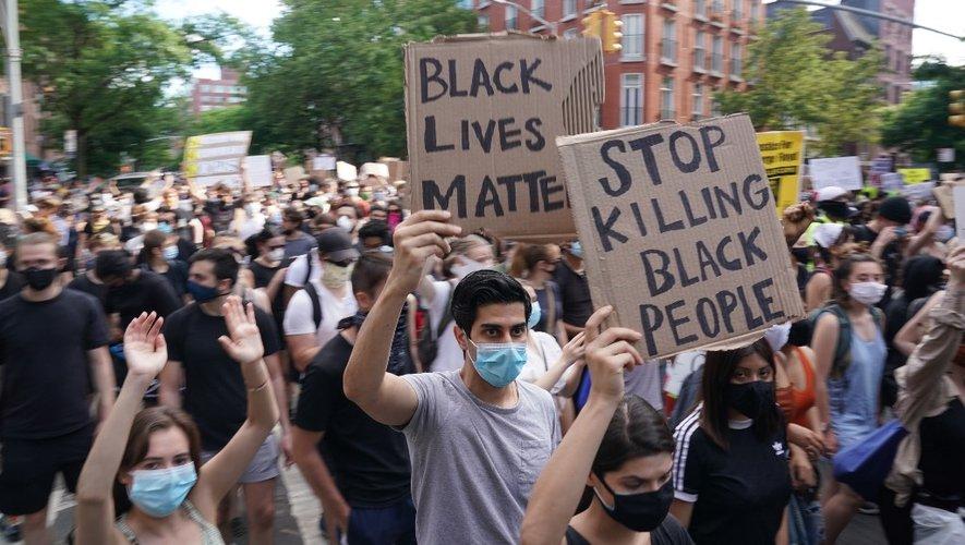 Manifestation dans le quartier new-yorkais de West Village suite à la mort de George Floyd, ici le 30 mai 2020.