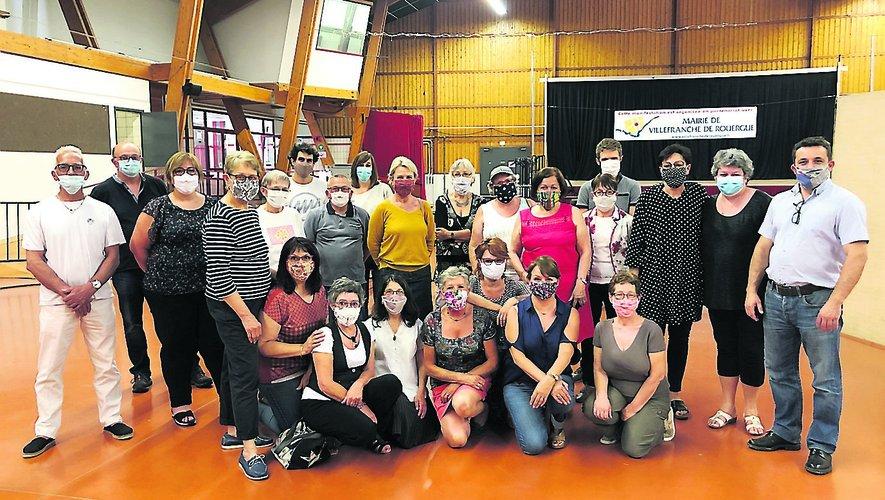 Les couturières bénévoles et l'équipe du CCAS pour l'opération masques avec, à droite, le maire Jean-Sébastien Orcibal.