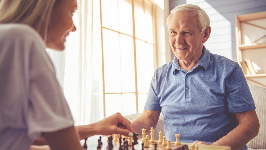 Selon l'étude, les capacités de mémoire d'une femme de 80 ans titulaires d'une licence seraient aussi performantes que celles d'une femme de 60 ans ayant fait uniquement des études secondaires.
