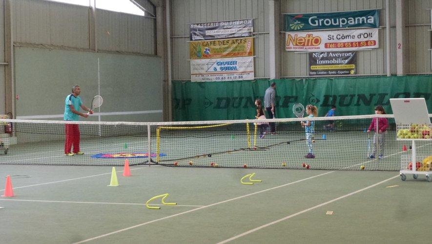 Les entraînements ont repris sur les courts de tennis couverts de Perse.