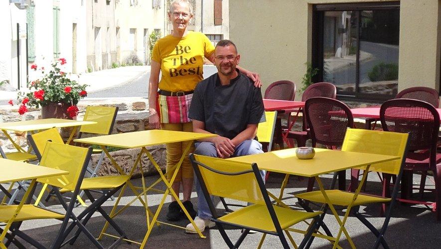 Sur la nouvelle terrasse, Guilhem et Sheila pourront accueillir les clients en respectant les règles de distanciation.