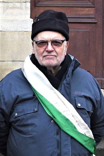 Claude a porté l'écharpe de Bayle pendant plus de 40 ans.