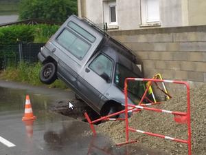 Planter des voitures en bord de route ? Une idée à creuser...