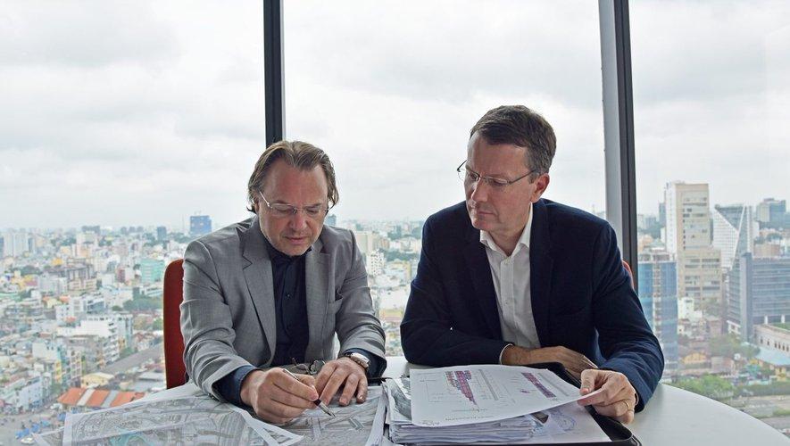 Travaillant ici avec l'architecte Jean-Paul Cassia, Pierre-Jean Malgouyres (à droite) est directeur général du groupe Archetype; comptant plus de 1 000 salariés.DR
