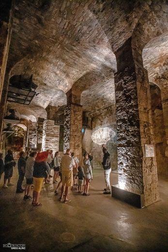 Les visites ne se feront qu'à dix personnes maximum pour découvrir les caves.