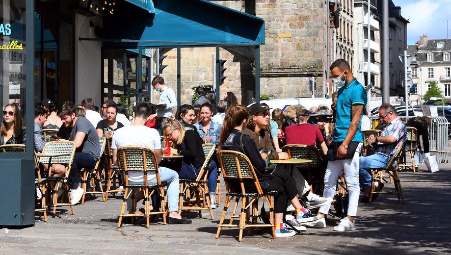 Les terrasses ont rapidement retrouvé leur clientèle à Rodez.
