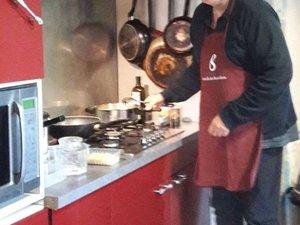 Michel, impatient de faire goûter sa cuisine aux saveurs d'ici et d'ailleurs.