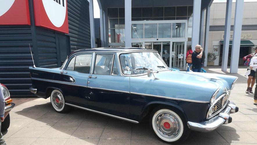 Les voitures anciennes se font admirer