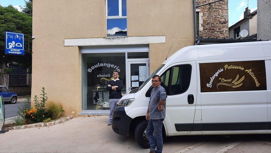 Laurent et Yves devant la boulangerie
