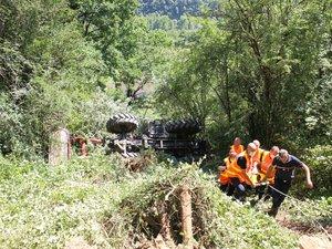 Le tracteur a chuté sur une vingtaine de mètres en contrebas de la route.
