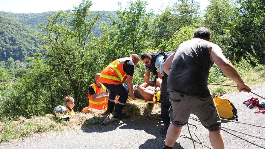 Les sapeurs-pompiers du Bassin ont évacué le blessé à l'hôpital de Decazeville.