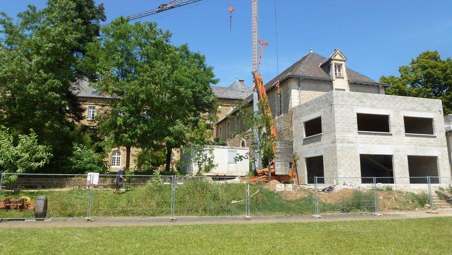 Le foyer en construction rendra bientôt l'internat encore plus accueillant.