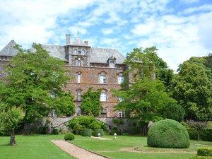 Le château et son parc.