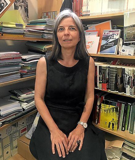 Installée en Aveyron de 1991 à 2000, aux côtés de Danielle Dastugue, travaillant, notamment, sur le premier livre de Michel Bras, Nathalie Démoulin est aujourd'hui basée en Arles en tant qu'éditrice de la collection La Brune et des polars.