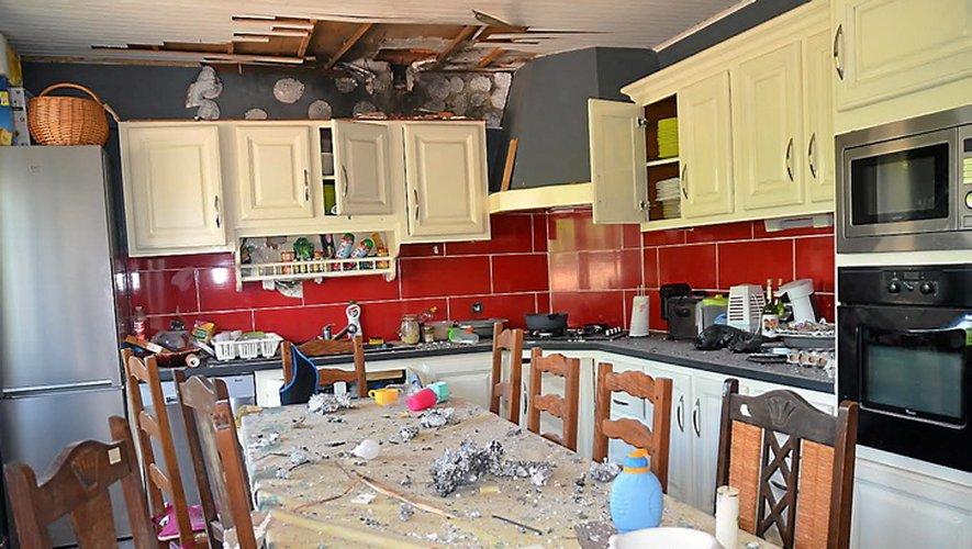 A Saint-Christophe, la foudre est tombée sur une maison, provoquant de gros dégâts et l'évacuation de la famille résidente, soit 5 personnes.