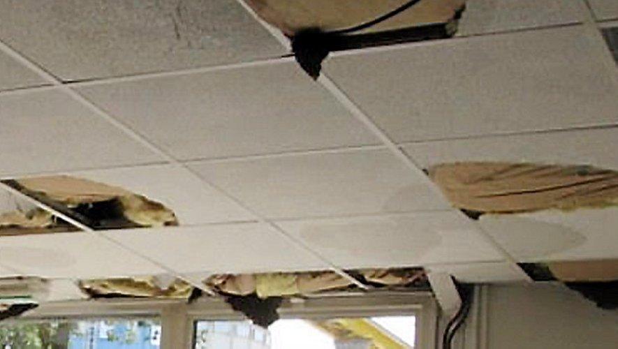 Chez Castes Mensuiseries, à Villefranche-de-Rouergue, les plafonds des bureaux n'ont pas résisté à la violence de la grèle.