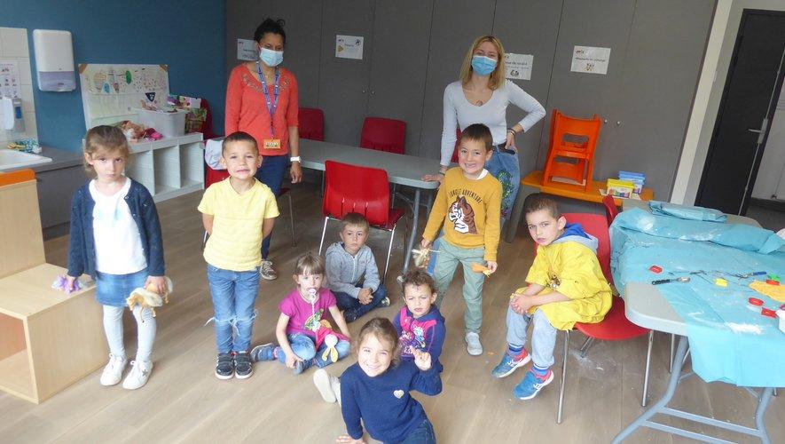 Enzo, Kiara, Kilian, Mathilde, Louise, Inès, Enzo et Quentin et leurs animatrices Julie et Maïlys mercredi dernier au CLSH.
