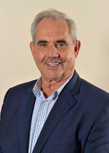 FRANCIS CASTAN, 64 ans. Retraité, ex-maire de Montlaur