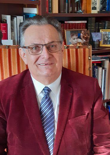 BERNARD FERRAND, 72 ans.Professeur d'université honoraire