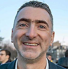 FRANCK CORTESE, 45 ans. Directeur d'agence bancaire