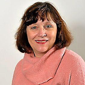 MARIE-NOELLE CLOT, 60 ans. Attachée d'administration hospitalière