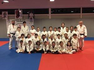 La relève se prépare avec de nombreux jeunes judokas.