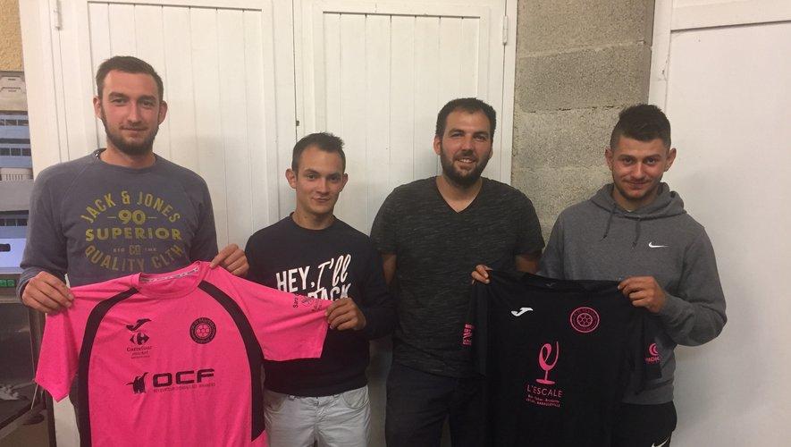 Une belle équipe en rose et noir.