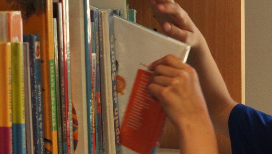 Les lecteurs peuvent à nouveau venir choisir leurs livres.