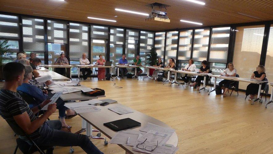 Le conseil examine les budgets de la commune.