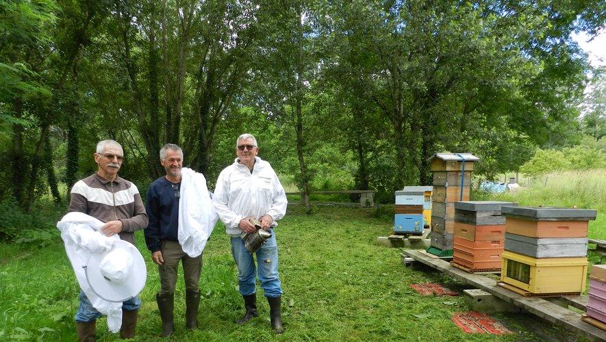 La partie pratique aura lieu au rucher santé de la rue du Champ des Chartreux.