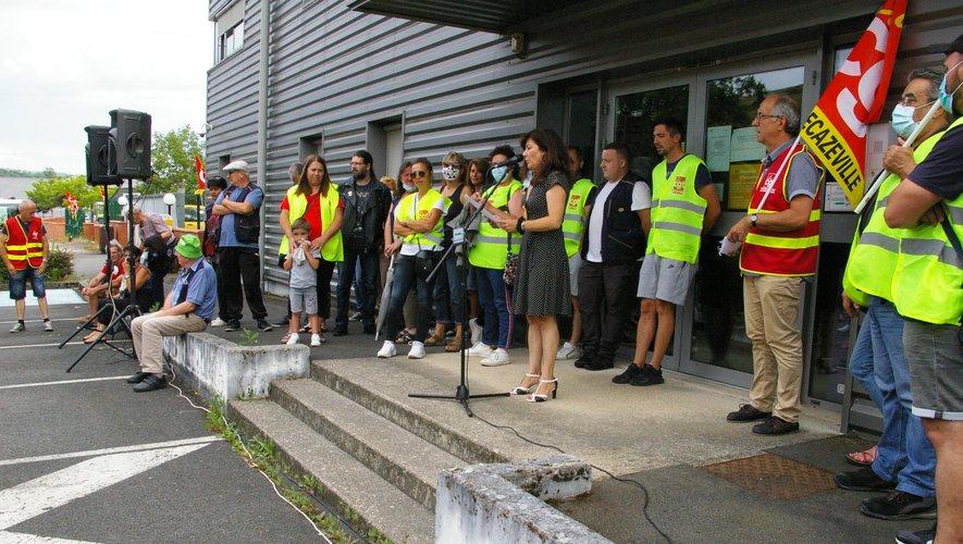 250 personnes rassemblées pour montrer leur solidarité envers les postiers